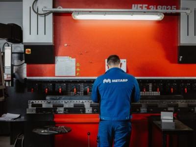 Гибка нержавеющей стали на оборудовании «AMADA»