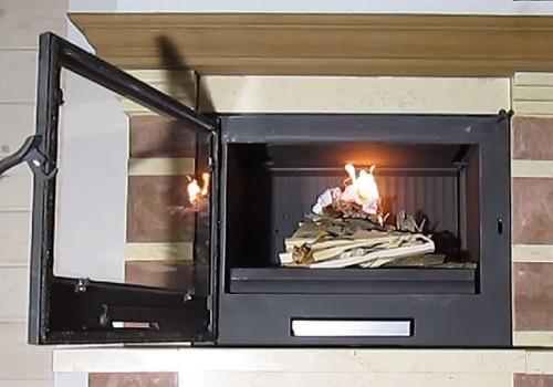 Почему при растопке камина дым попадает в помещение?